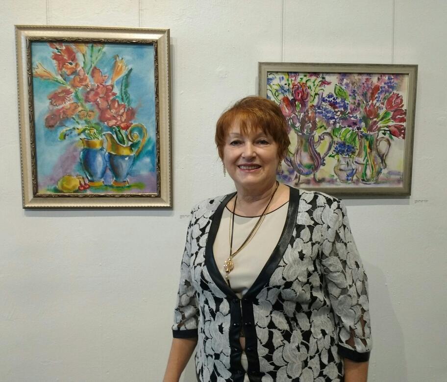 Акварели. Елена Мальцева на своей выставке в Канзас Сити 6окт17г.